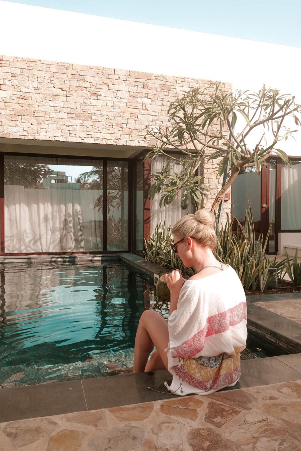 al-baleed-resort-anantara-frau-kokosnuss-pool-oman