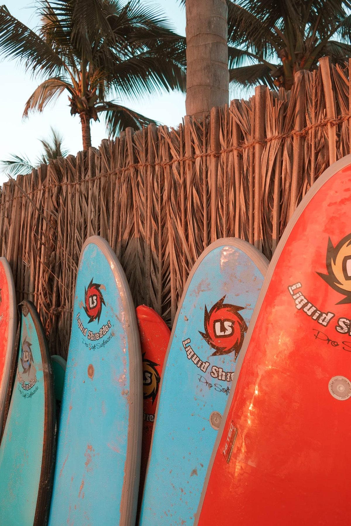 al-baleed-resort-anantara-surfbretter