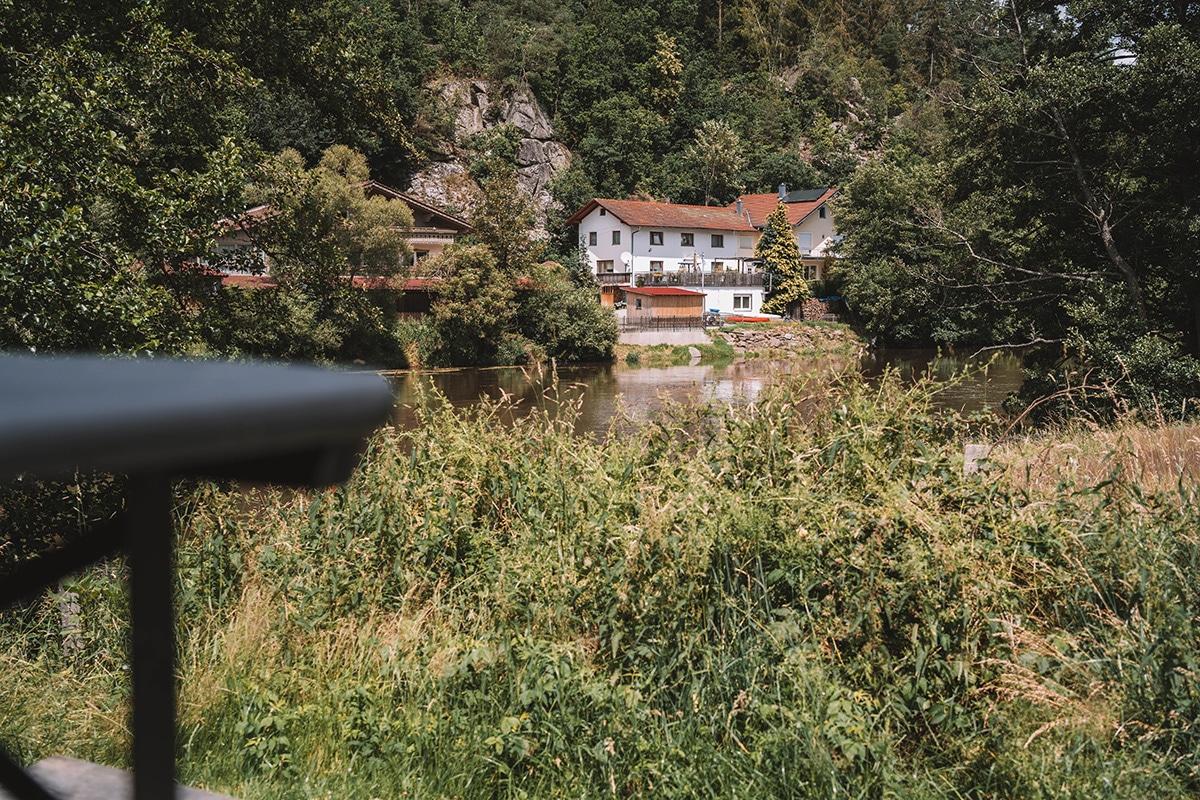 schnitzmuehle-terrasse-tiny-house-graeser