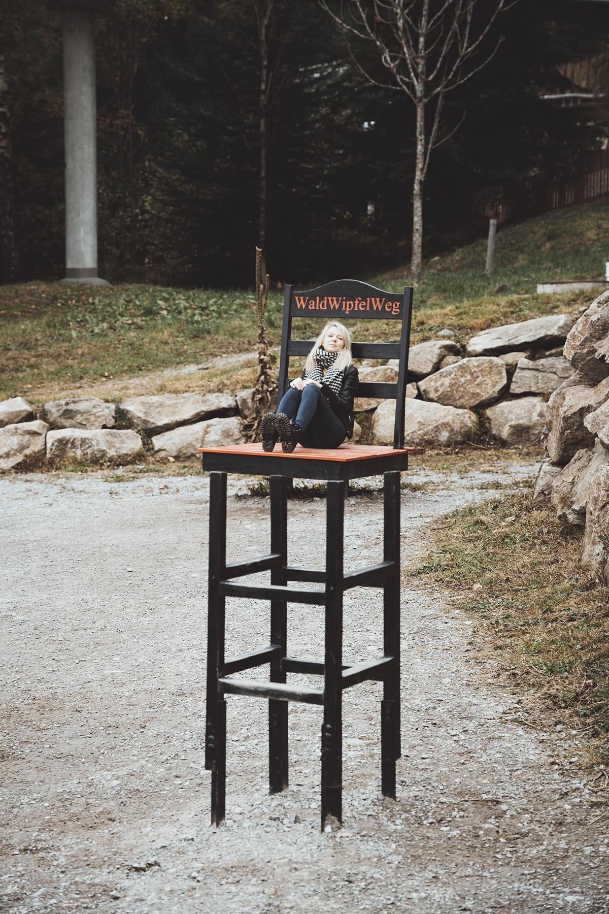sankt-engelmar-waldwipfelweg-illusion-stuhl