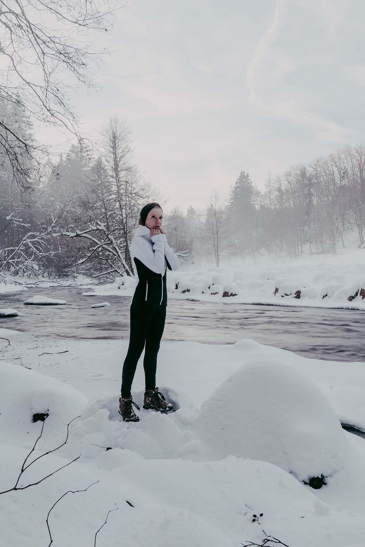 ilz-frau-winter-schnee