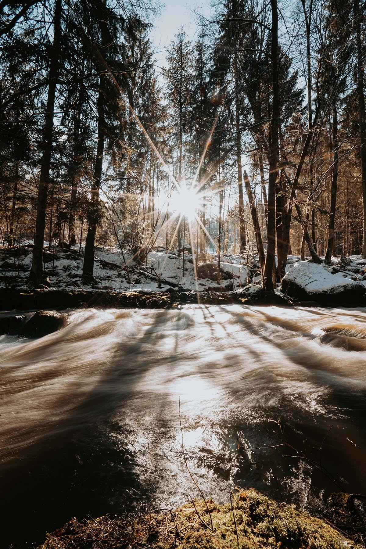 mitternacher-ohe-fluss-winter-sonne