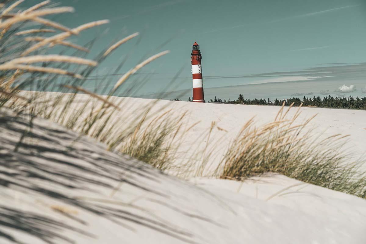 amrum-insel-urlaub-kniepsand-leuchtturm