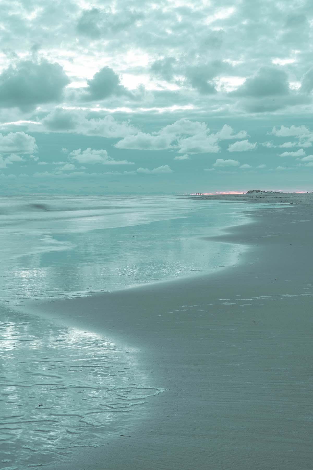 amrum-insel-urlaub-kniepsand-meer-wolken-01