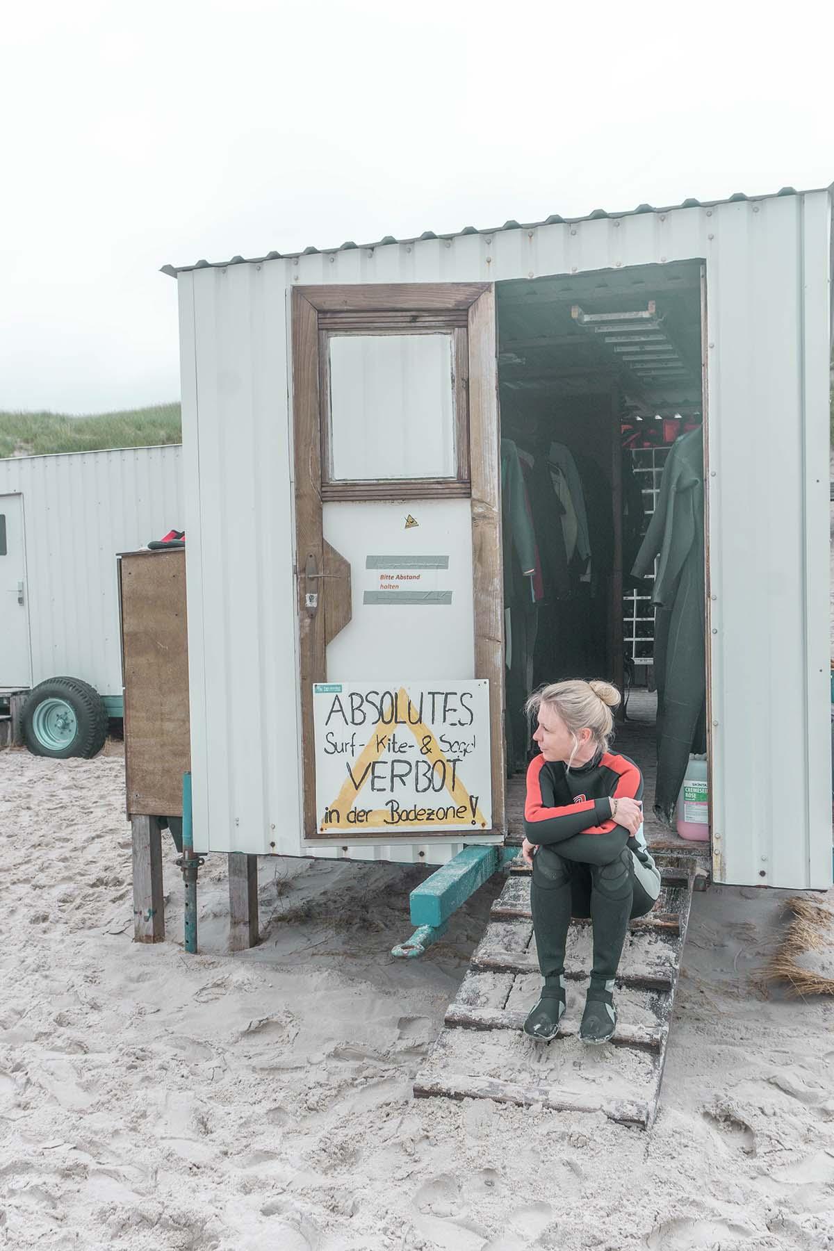 amrum-insel-urlaub-surfschule-frau
