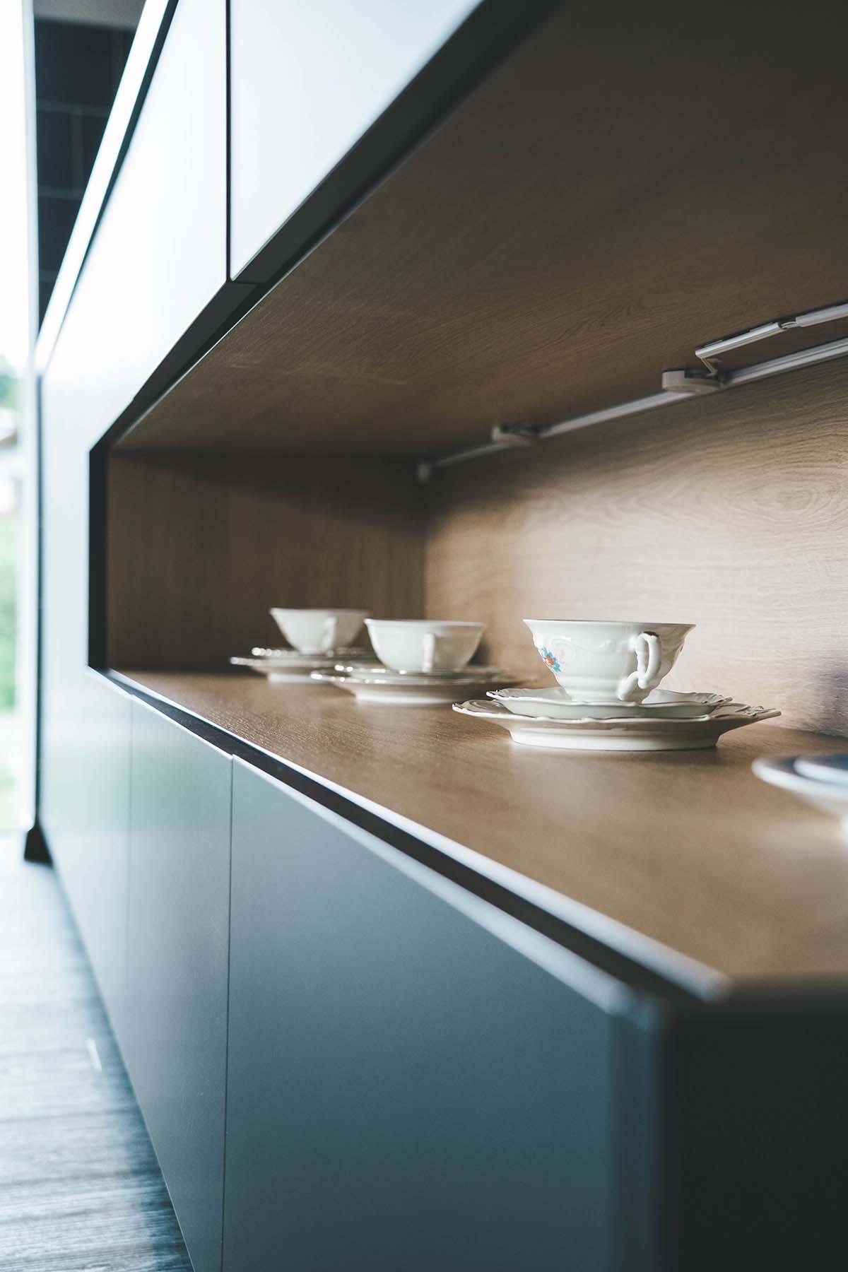 guest-house-winterfeld-bodenmais-tassen-sideboard
