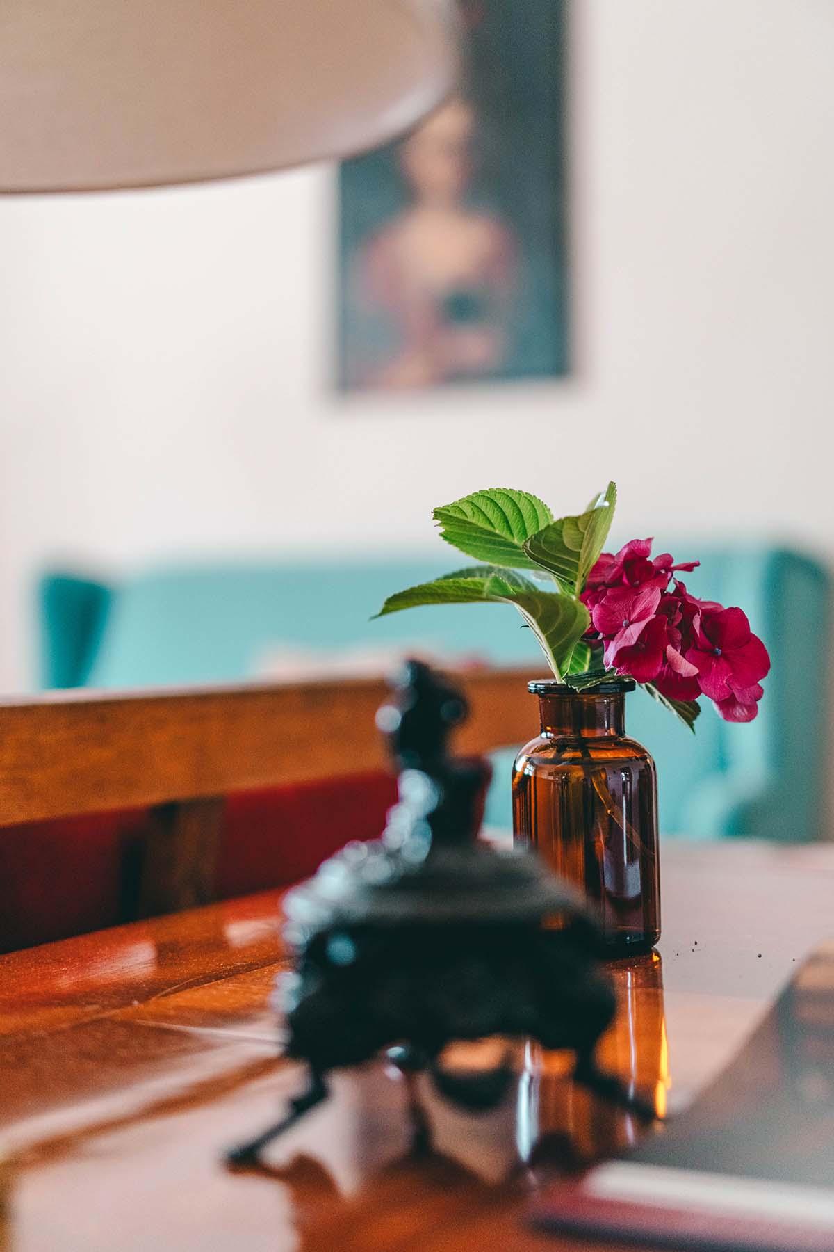 hotel-villa-breitenberg-glas-blumen