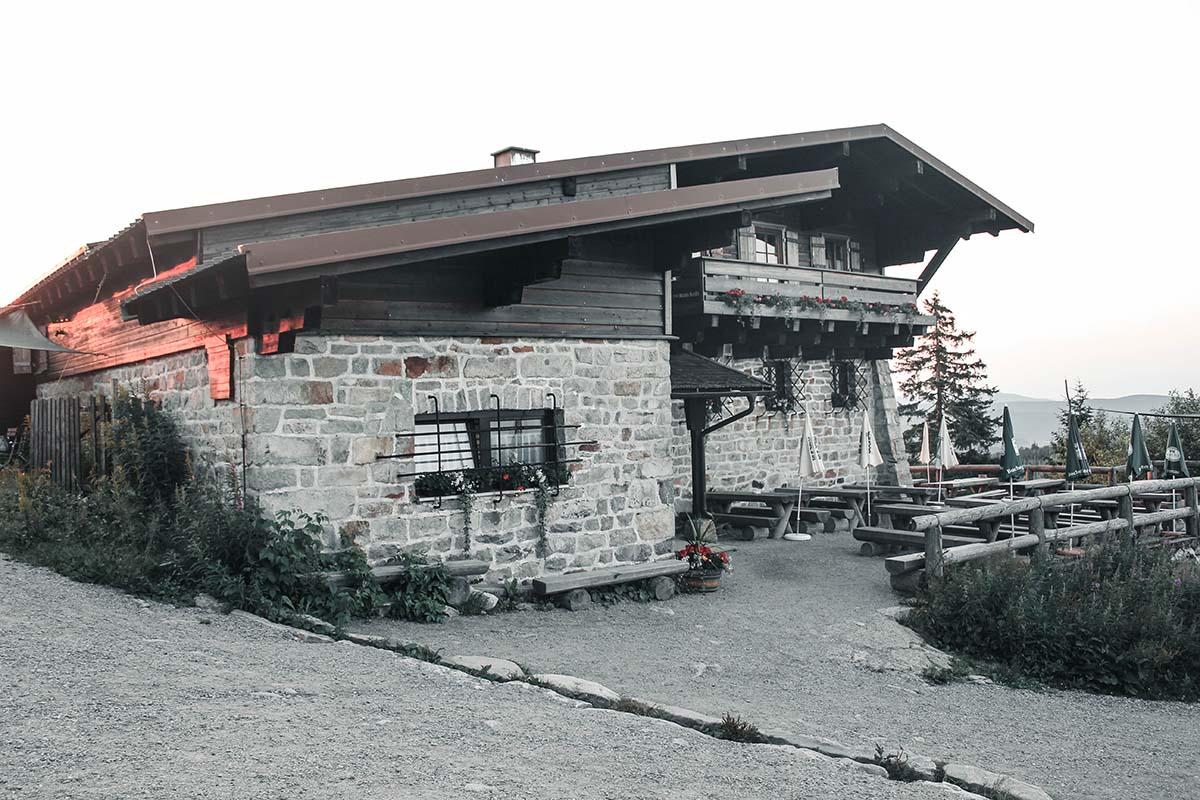 sonnenaufgang-lusen-schutzhaus-01