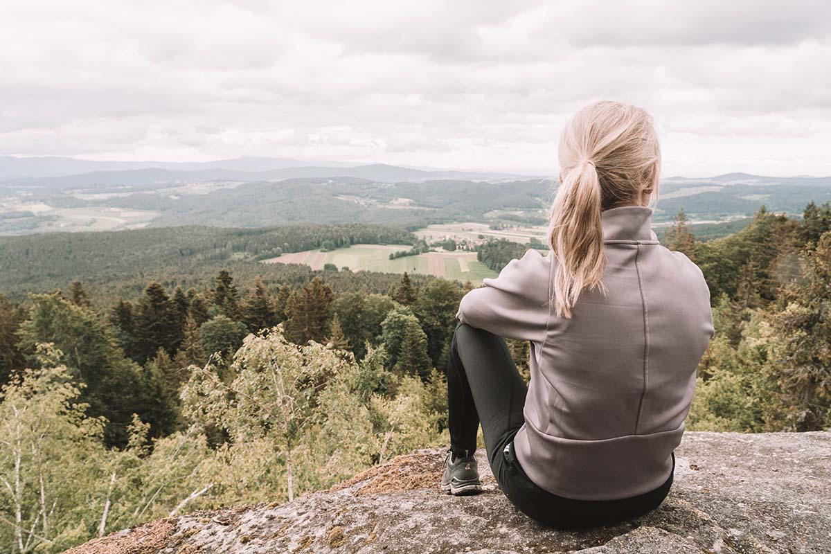 teufelstisch-bischofsmais-frau-aussicht-landschaft