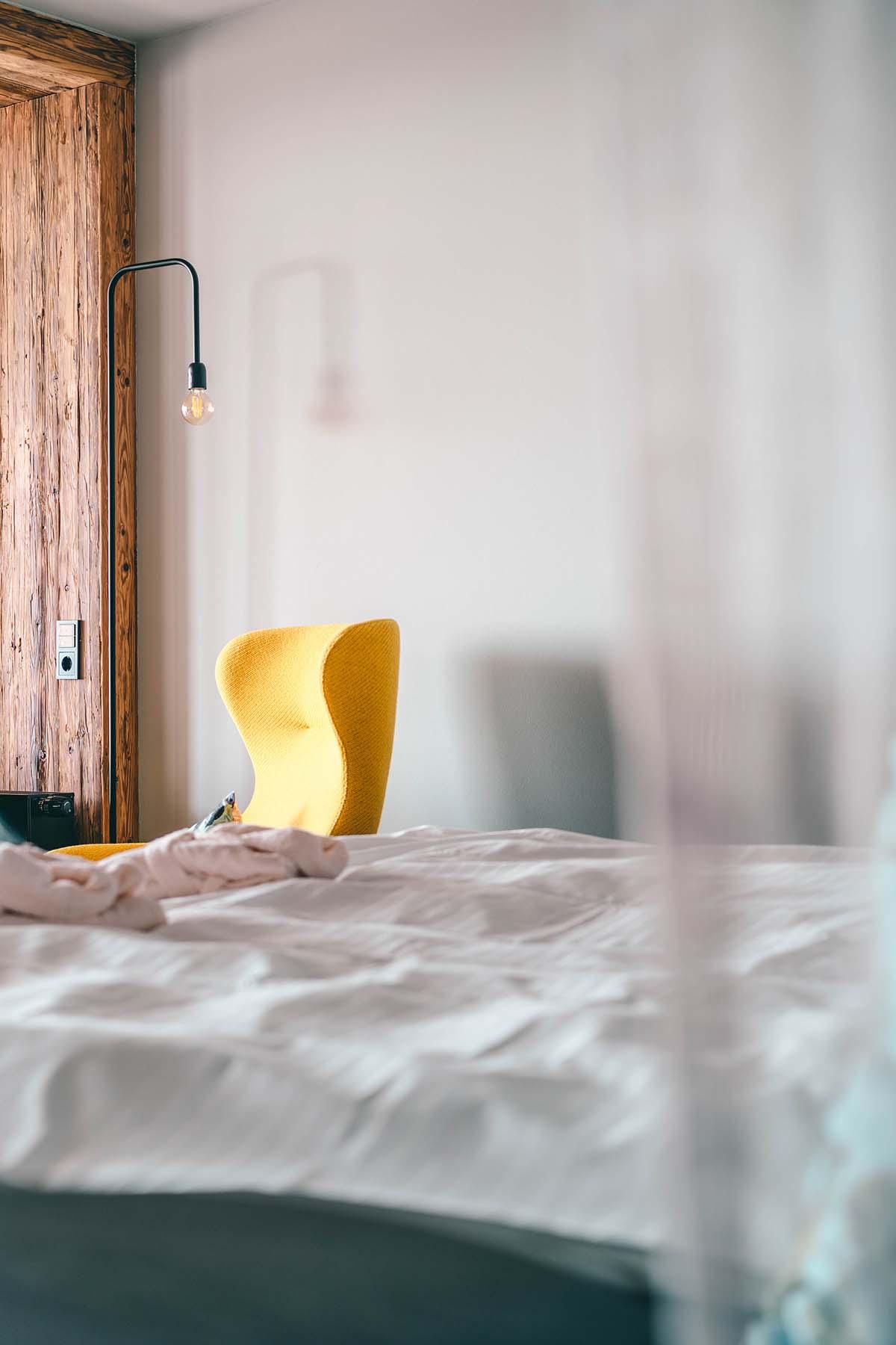 wellnesshotel-huettenhof-bett-stuhl