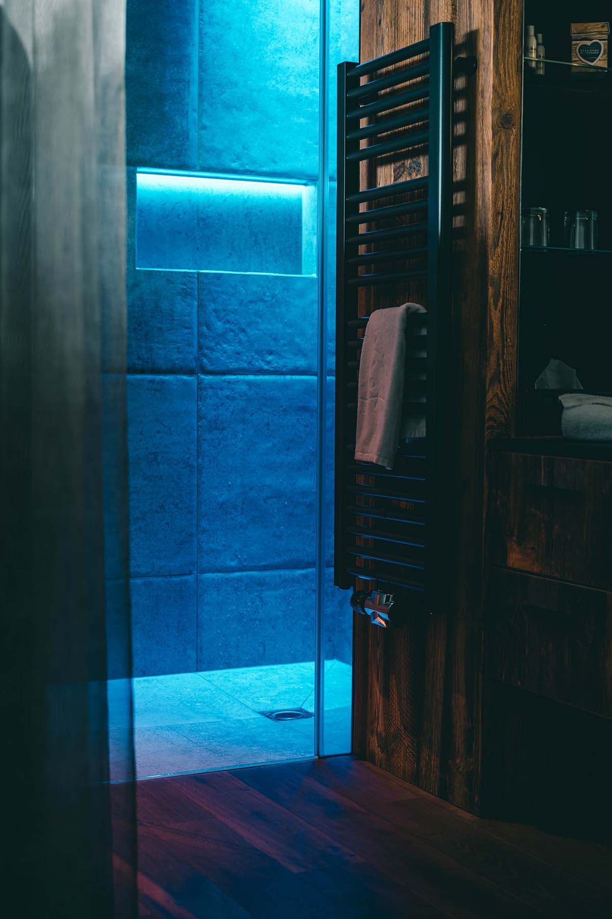 wellnesshotel-huettenhof-heizkoerper-dusche