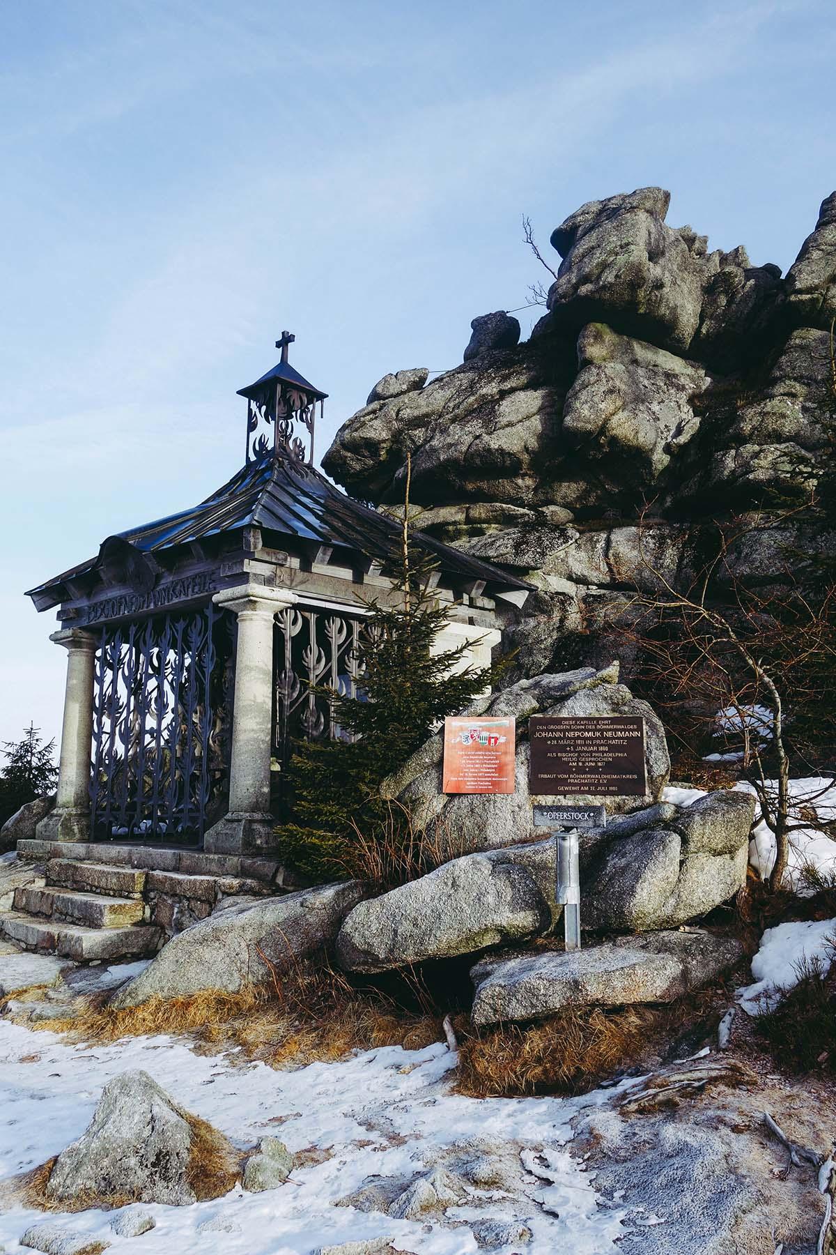 winterwanderung-dreisessel-hochstein-kapelle-winter-02