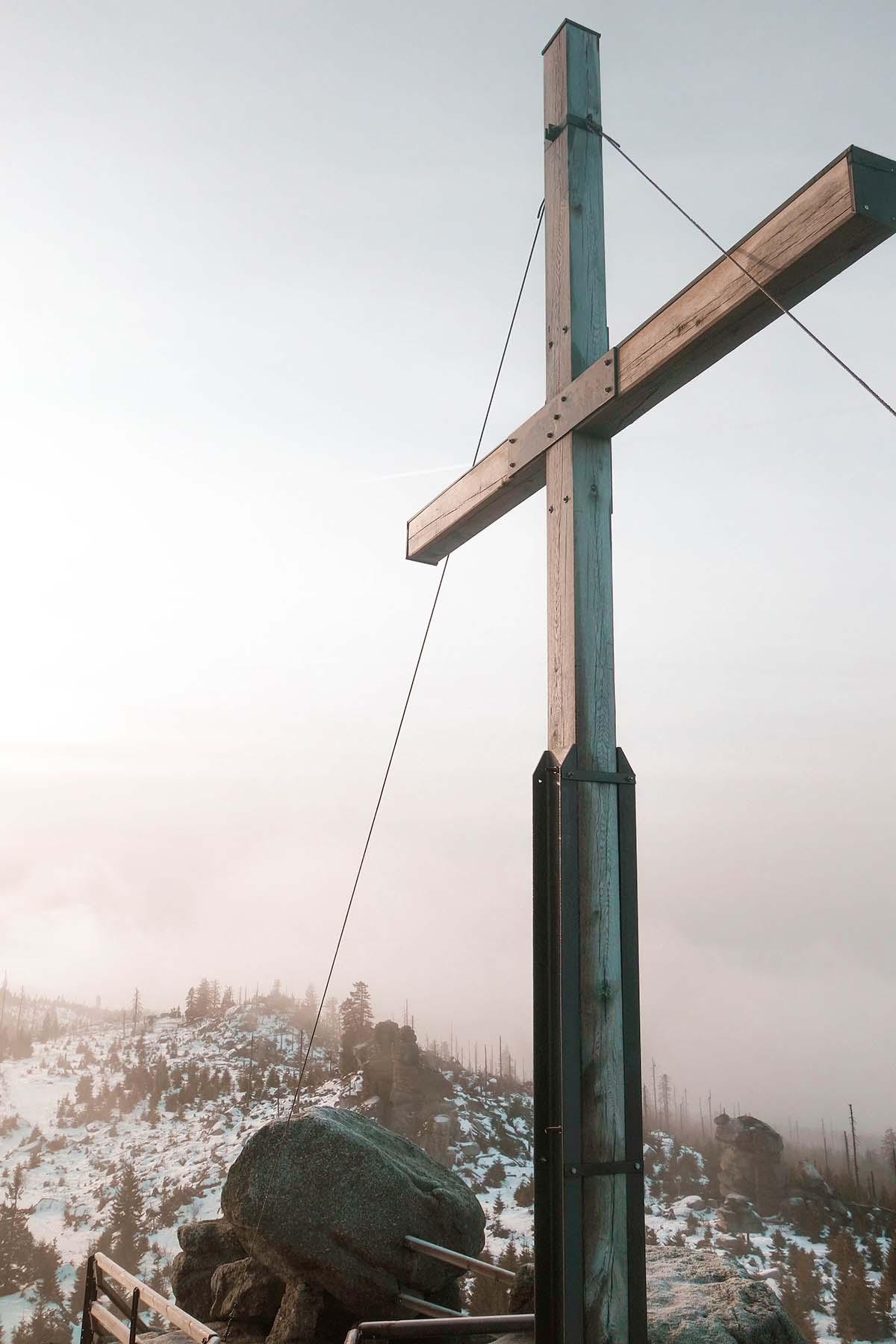 winterwanderung-dreisessel-hochstein-winter-berg-kreuz-01