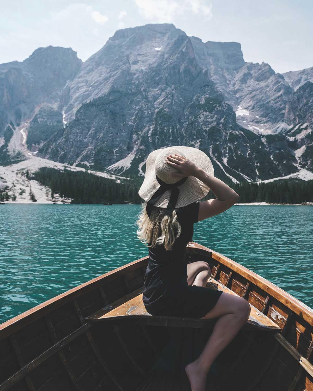 ausflugsziele-wandern-dolomiten-pragser-wildsee-boot