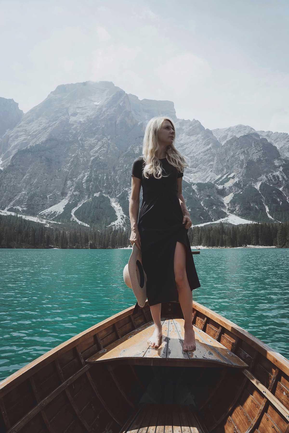 ausflugsziele-wandern-dolomiten-pragser-wildsee-ruderboot
