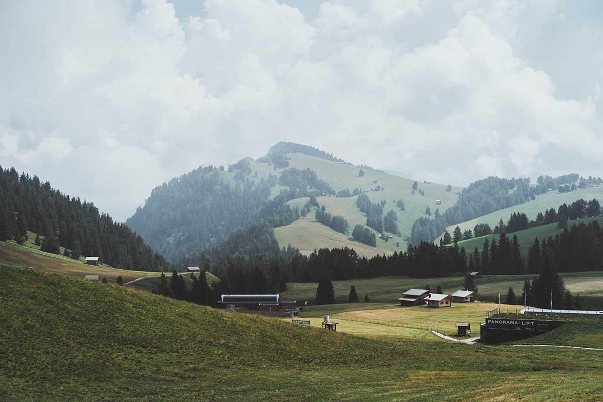 ausflugsziele-wandern-dolomiten-suedtirol-seiser-alm-ausblick