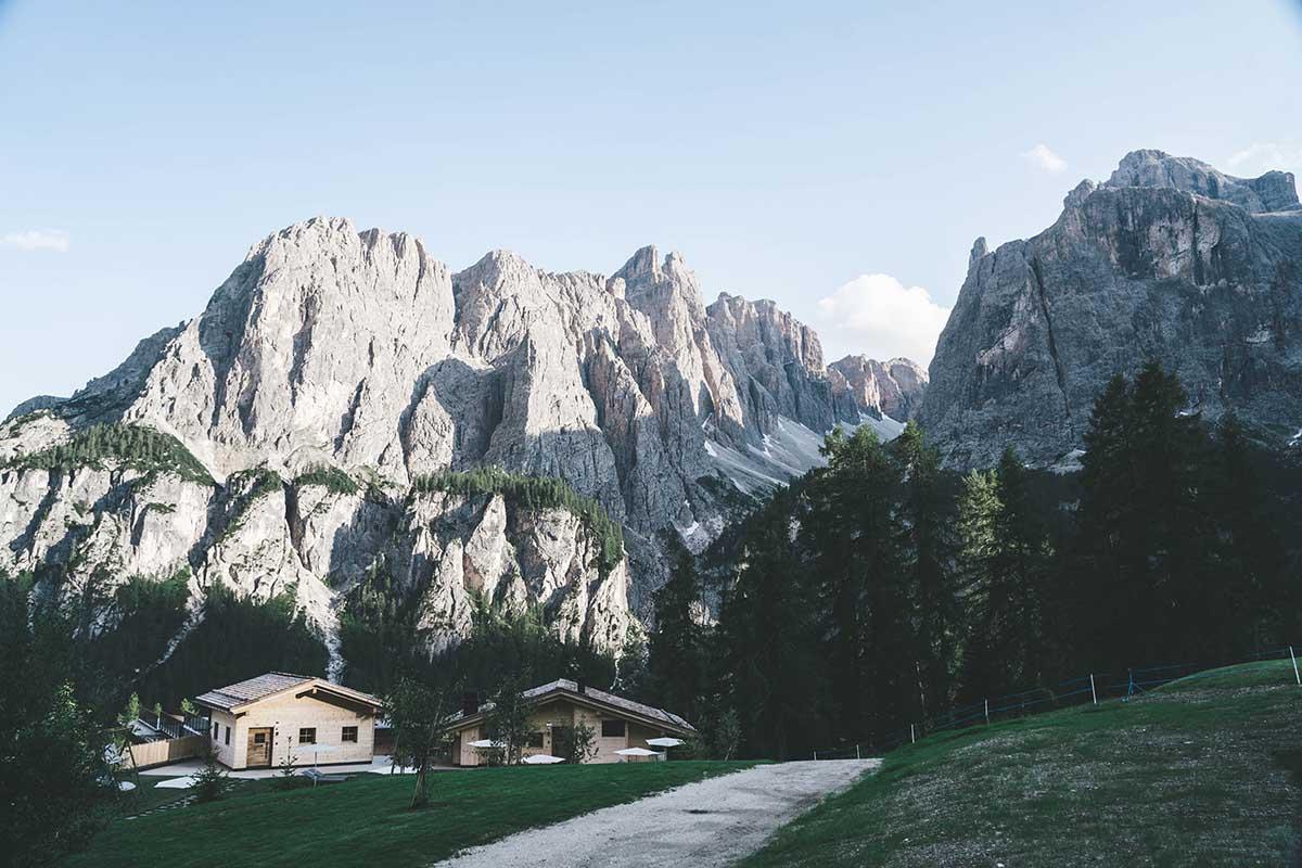 mountain-resort-kolfuschgerhof-dolomiten-ansicht-spa