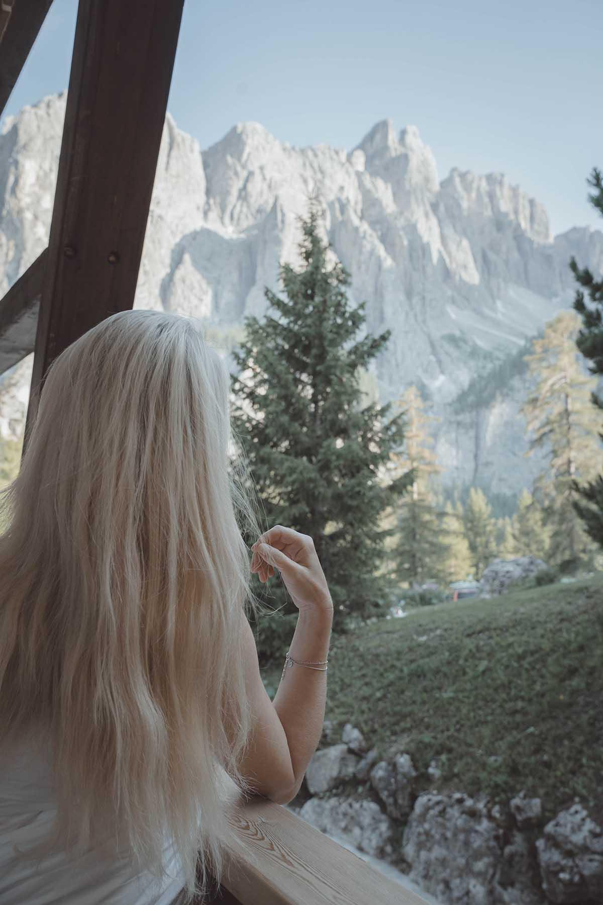 mountain-resort-kolfuschgerhof-dolomiten-berg-frau