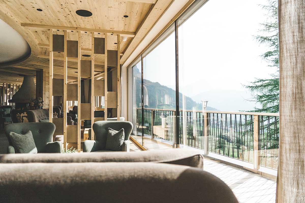 mountain-resort-kolfuschgerhof-dolomiten-lobby-02