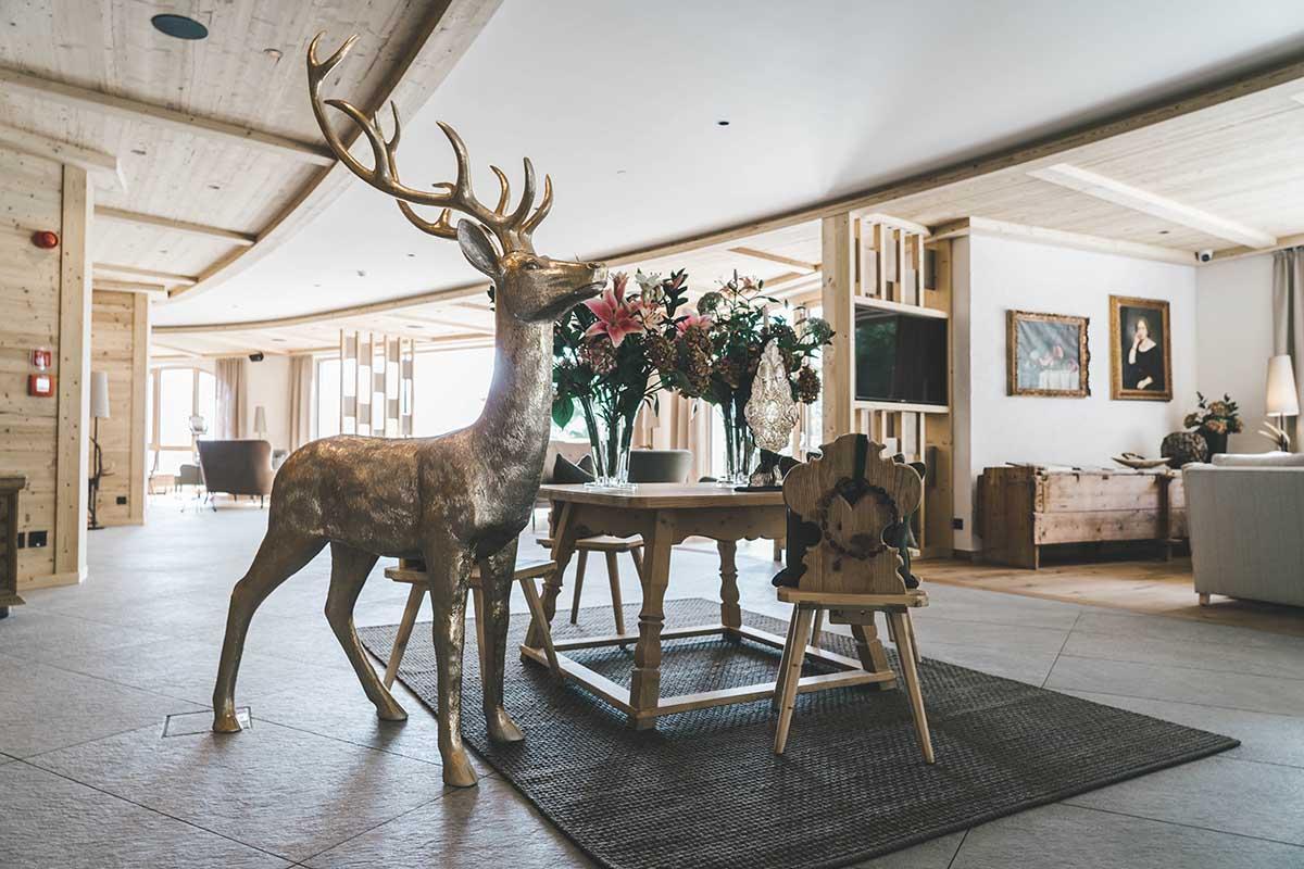 mountain-resort-kolfuschgerhof-dolomiten-lobby-ansicht-01