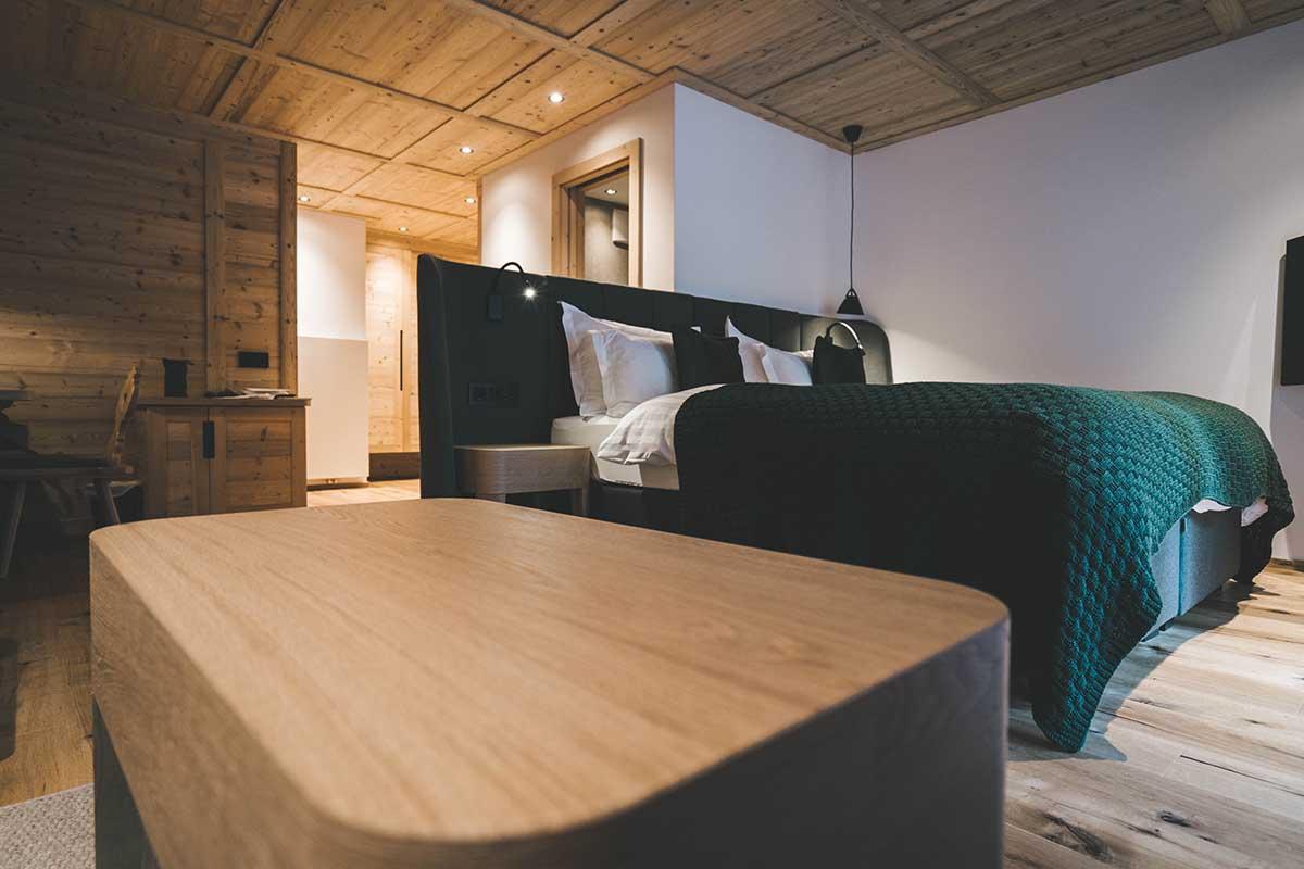 mountain-resort-kolfuschgerhof-dolomiten-schlafzimmer