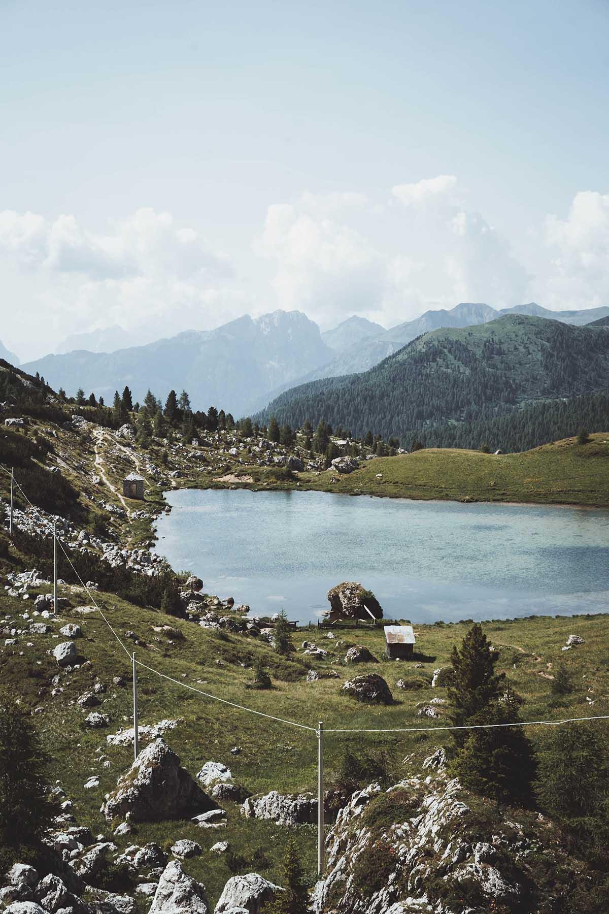 mountain-resort-kolfuschgerhof-dolomiten-see-01