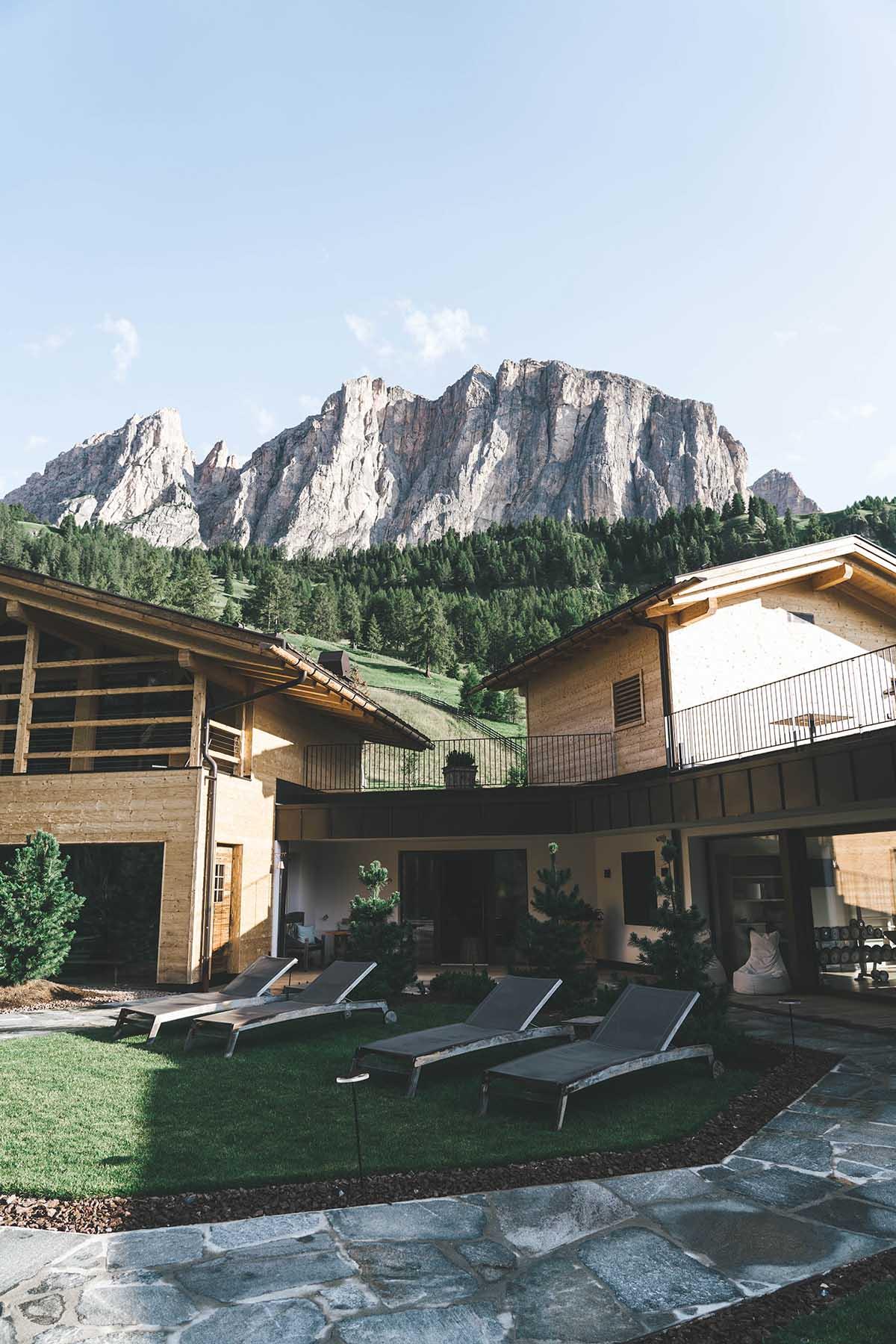 mountain-resort-kolfuschgerhof-dolomiten-spa-aussen