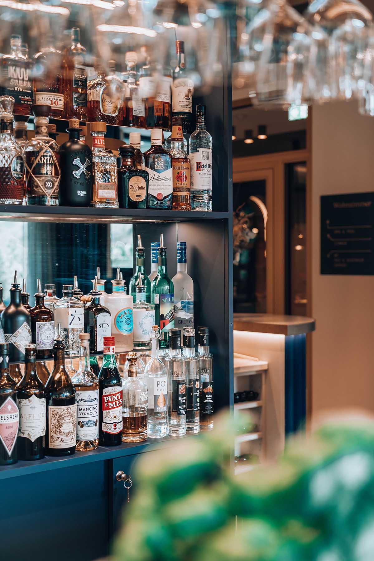 goldstueck-boutique-hotel-saalbach-hinterglemm-bar-theke