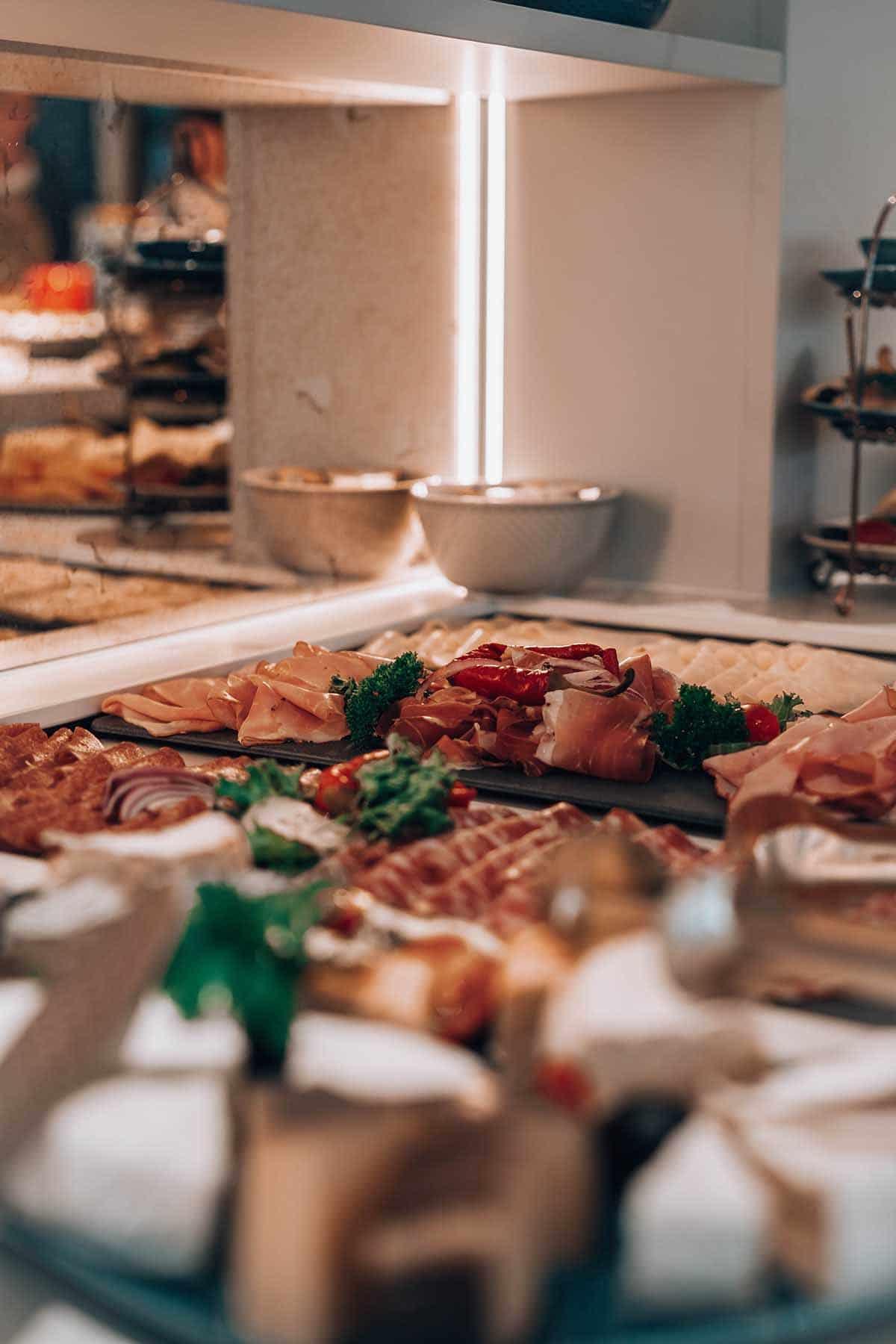 goldstueck-boutique-hotel-saalbach-hinterglemm-buffet