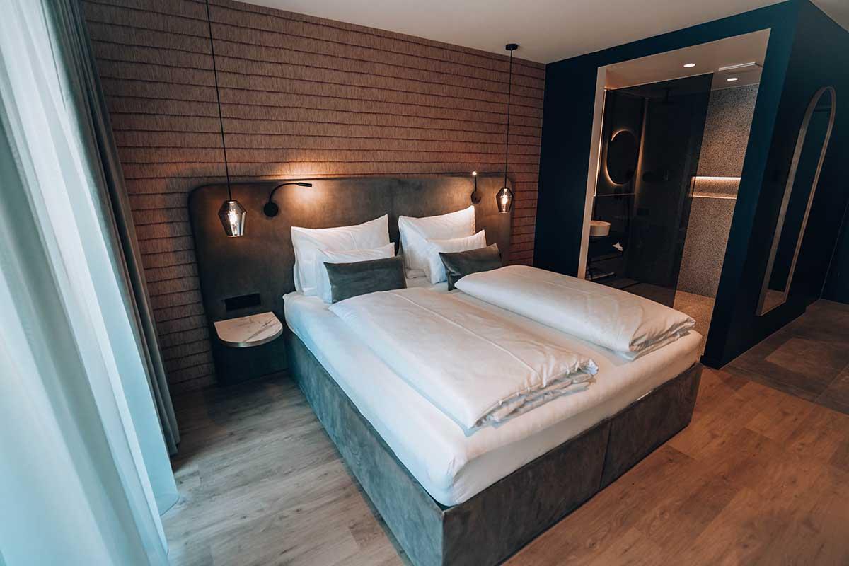 goldstueck-boutique-hotel-saalbach-hinterglemm-cosy room-boxspringbett