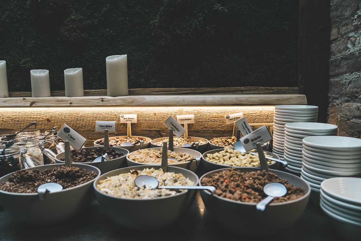 hochkoenig-lifestyle-hotel-eder-maria-alm-fruehstuecksbuffet